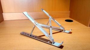 Portable aluminum laptop stand