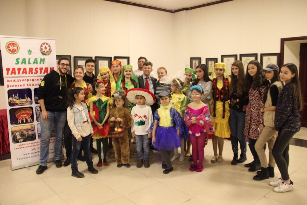 В Баку на фестивале «Мозаика языковых культур» была представлена выставка «Salam Tatarstan»