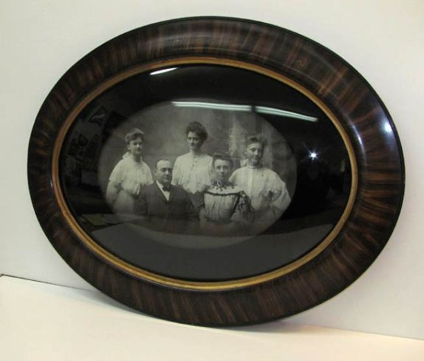 Photo restoration, printing and framing, in one place. Frame & I!