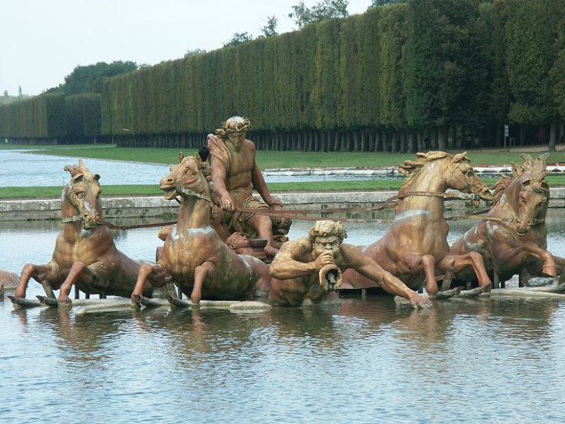 An image of the Fountain of Apollo at the Palace of Versailles in France.