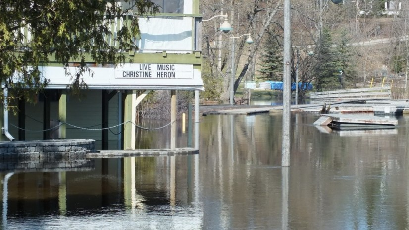 Huntsville flooding - flooded pub - Ontario - April 21 2013