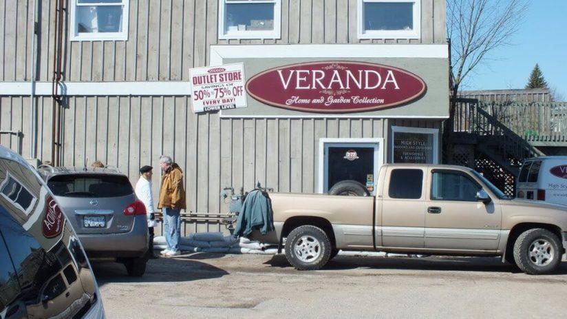Huntsville flooding - sand bagging business - Ontario - April 21 2013