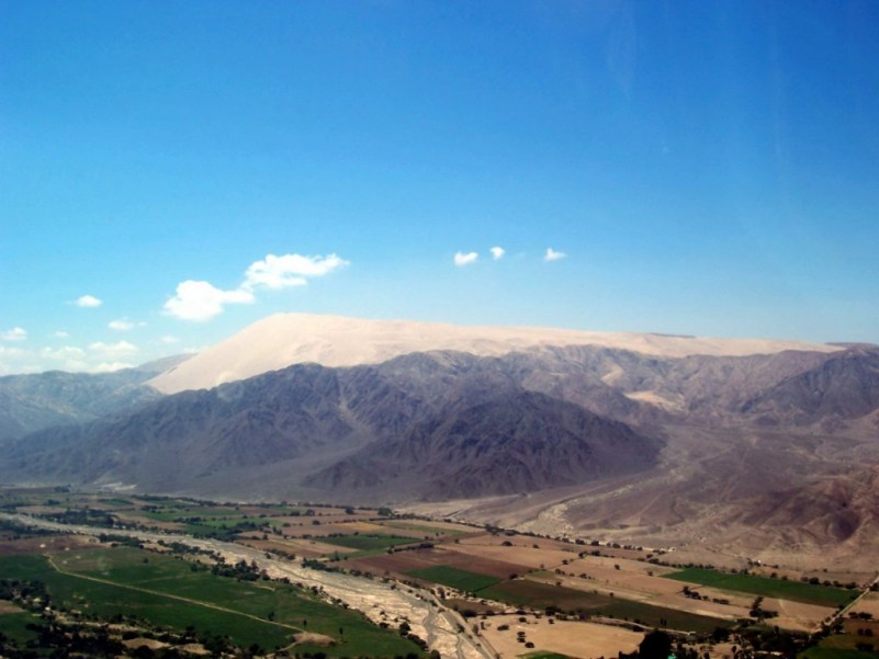 cerro blanco mountain - valley of nazca - peru