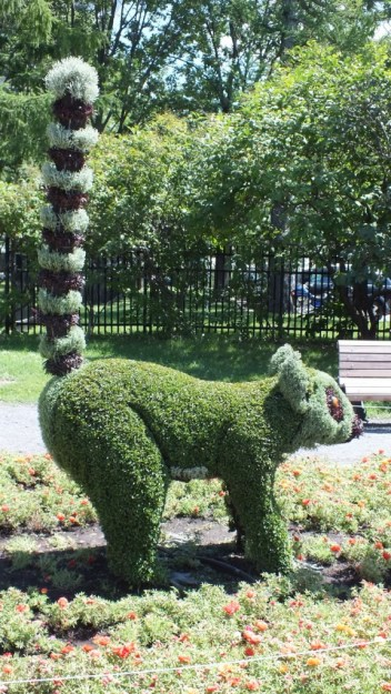 All In a Row (one animal) - Mosaiculture - Montreal Botancial Gardens