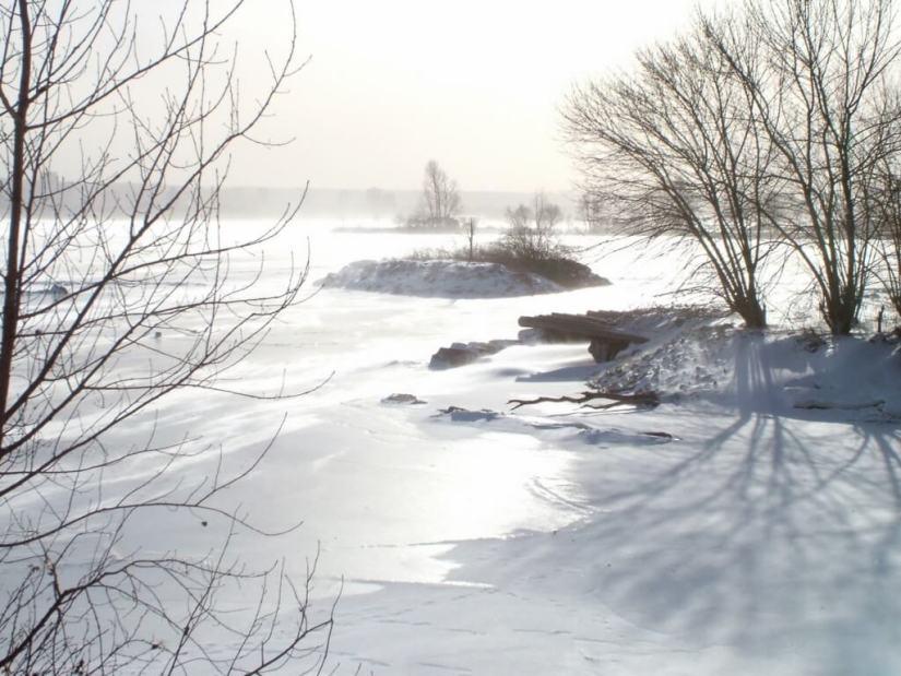 winter shoreline at la salle park - burlington - ontario