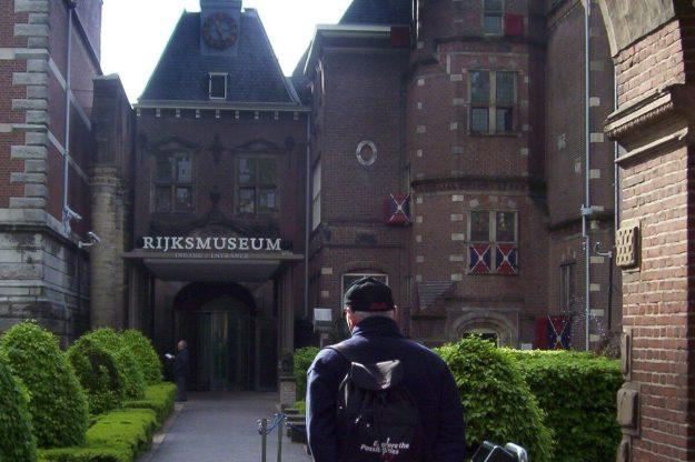 entrance to rijksmuseum in amsterdam