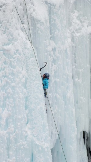 ice climbing in johnston canyon - banff 7