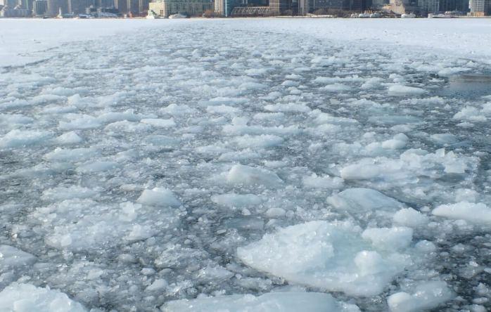 ice in toronto harbour