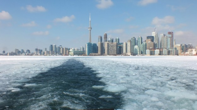 toronto harbour in the winter