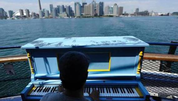 piano playing on toronto island ferry