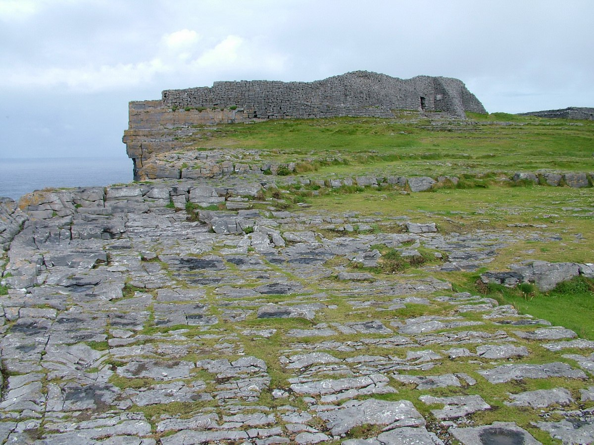 dun aonghasa the famous stone fort on inishmore island. Black Bedroom Furniture Sets. Home Design Ideas