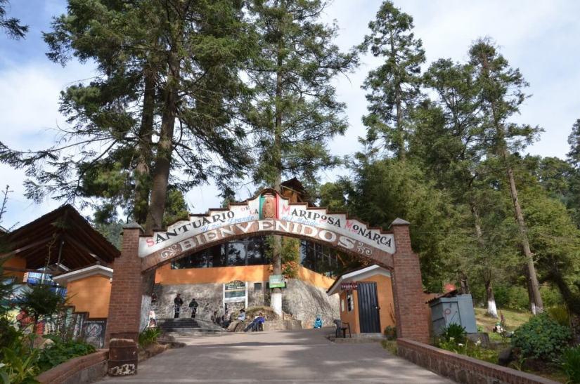 """Entrance gate to Santuario de la Mariposa Monarca """"El Rosario"""" near Ocampo, Mexico"""