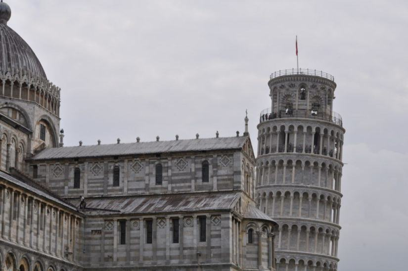 An image of the Leaning Tower of Pisa beside the Pisa Cathedral in Tuscany, Italy. Photography by Frame To Frame - Bob and Jean.