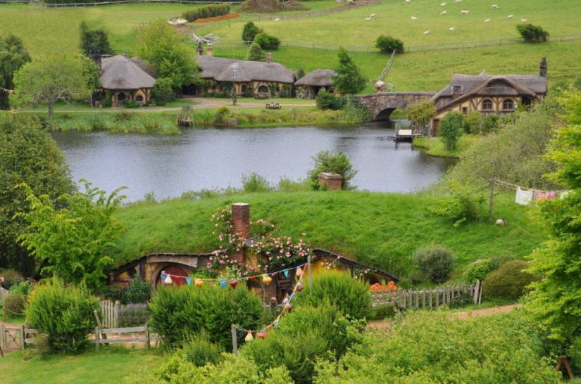 An image of the Green Dragon Inn on the pond at Hobbiton in Matamata, New Zealand. Photography by Frame To Frame - Bob and Jean