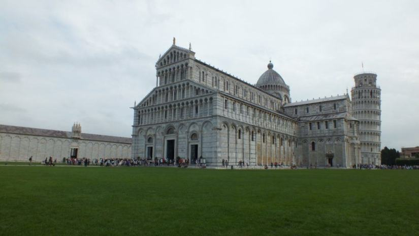 An image of the Pisa cathedral with the leaning tower of pisa in Pisa, Italy. Photography by Frame To Frame - Bob and Jean