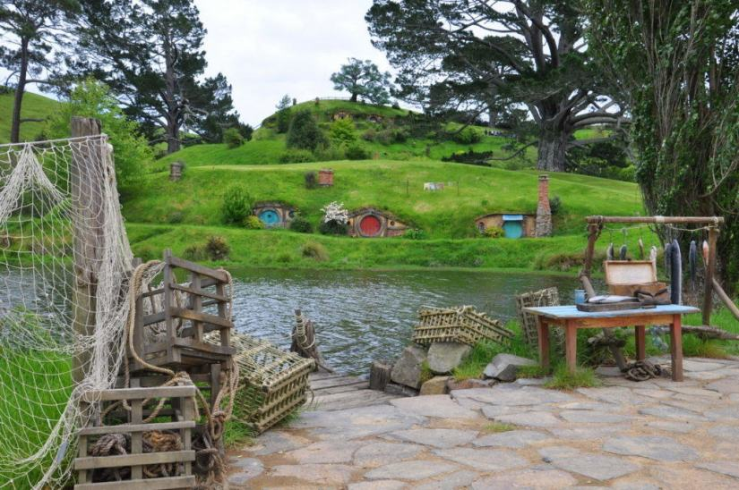 An image of the fishing nets and fishing wharf on the pond at Hobbiton in New Zealand.