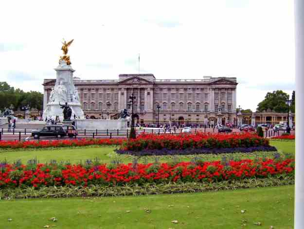An image of Buckingham Palace in London, England.
