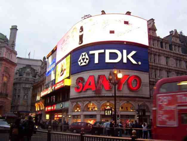 An image of Piccadilly Circus in London, England.