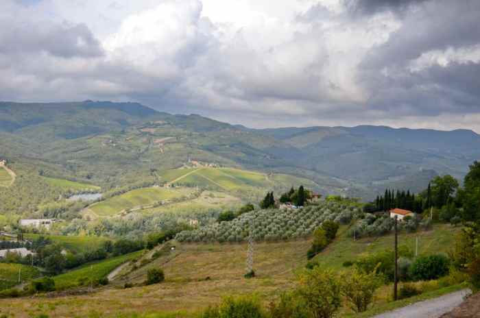 Image of the countryside and hills near San Gimignano in Italy.