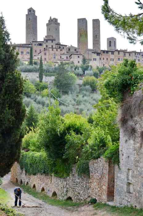 Image of the stone walls and towers of San Gimignano in Italy