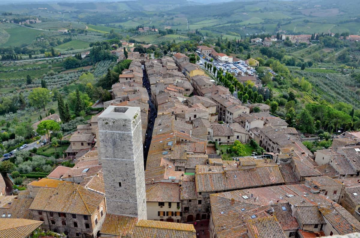 san gimignano the town with a thousand towers in italy. Black Bedroom Furniture Sets. Home Design Ideas
