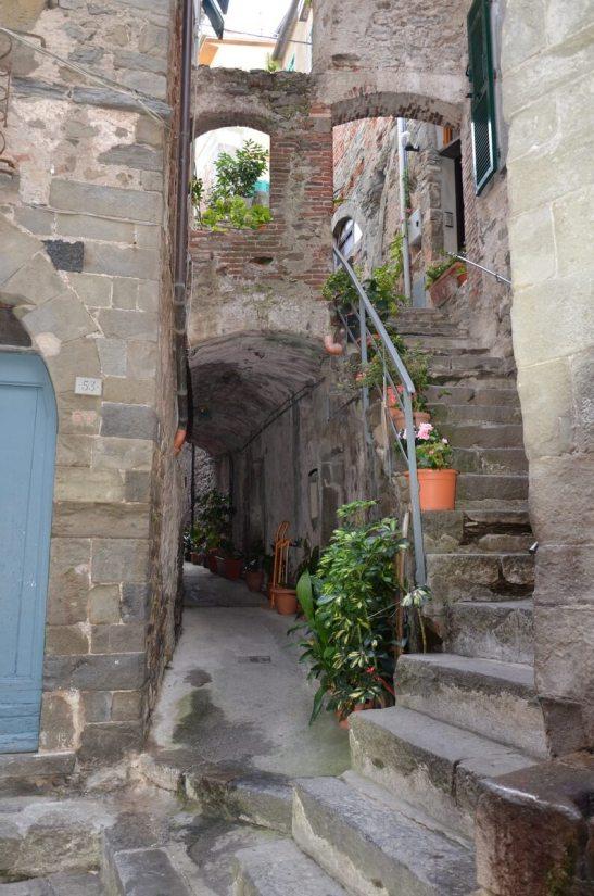 arched alley, corniglia, cinque terre, italy