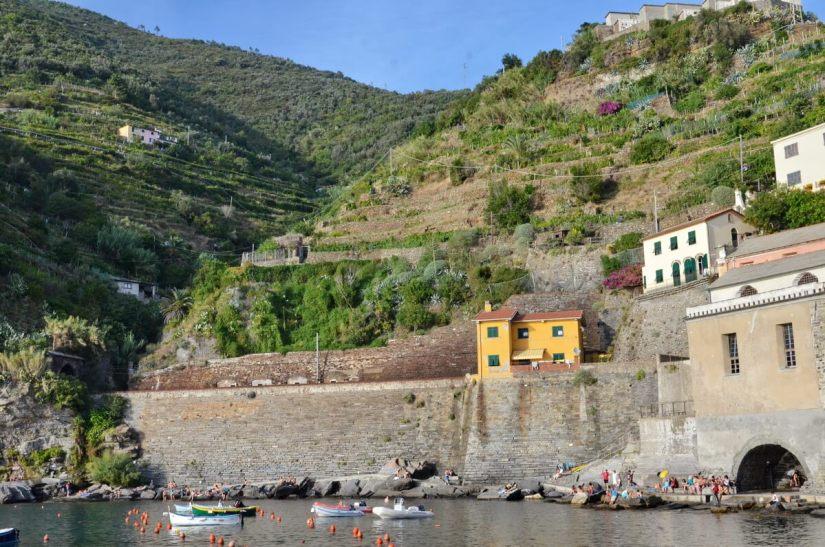 harbour scene, vernazza, cinque terre, italy