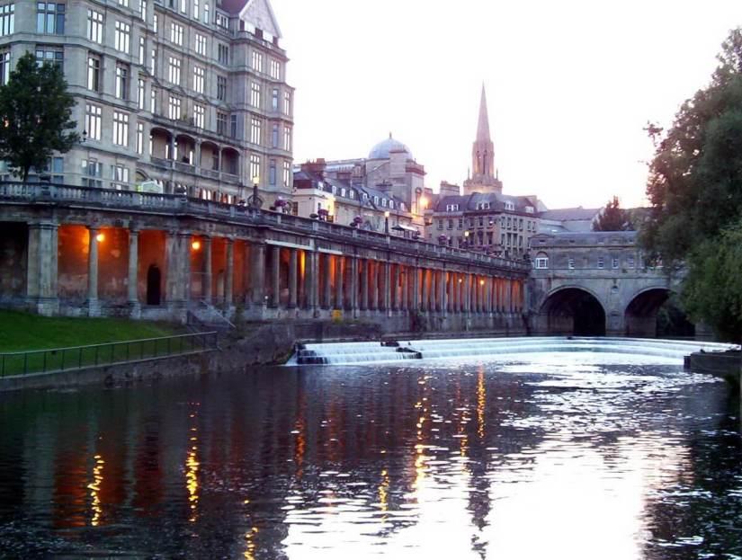 empire hotel and pulteney bridge weir, bath, england