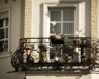 balcony-983022_960_720
