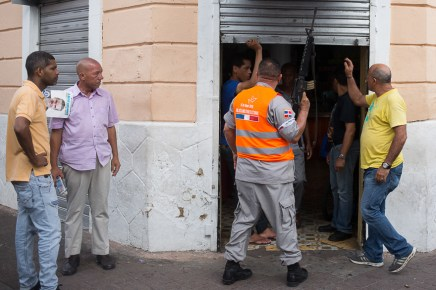 DOMINICAN REPUBLIC, Santo Domingo : A member of the electoral military police orders the closure of an establishment where alcohol is dispensed during the general elections in Santo Domingo on May 15, 2016. Voting began Sunday in the Dominican Republic's presidential election, where incumbent leader Danilo Medina is tipped to win despite grinding poverty and widespread crime. / AFP PHOTO / Fran Afonso