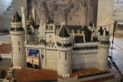 Maquette en pierre du château réalisée pour l'Exposition universelle de 1878. Elle pèse 4500kg. - © https://franceetmerveilles.wordpress.com - Tous droits réservés