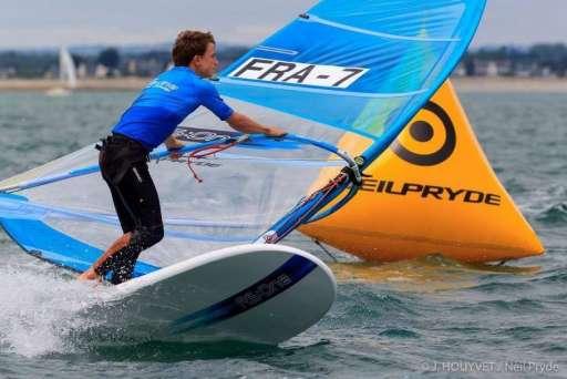 Paul Mingan, 1er en Jeunes 7.8m² Raceboard à La Baule … et beaucoup de talent.