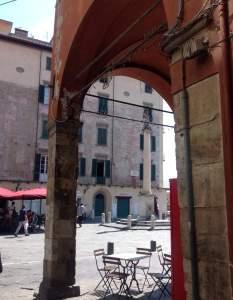 Particolare di Piazza Cairoli, a Pisa. Foto Francesca Cinus - Rivelatrice di Comunità