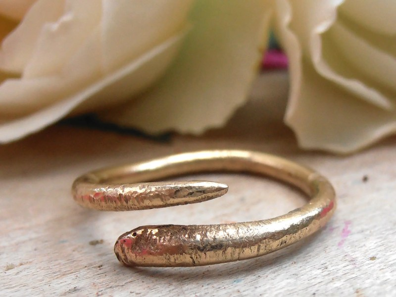 Recycled 9ct gold snake ring