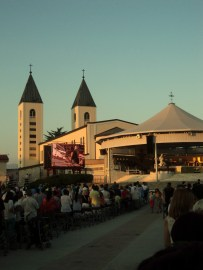 Santa Messa nel piazzale
