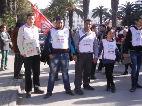 WSF opening march, front line of volunteer forces, mostly Tunisian young people; photo by Frances Hasso