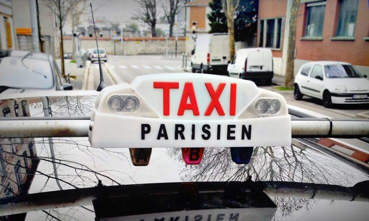 ¿Los taxis en París aceptan tarjetas?