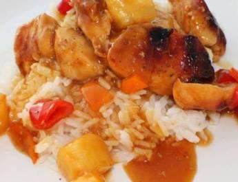 Zoetzure kip met ananas en witte rijst
