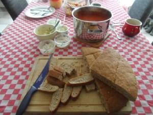 Verse tomatensoep met Turks brood