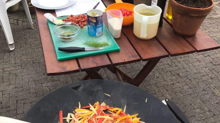 Paella op de skottelbraai