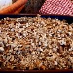 Een stamppotje met gewokte koolsla, wortel en noten