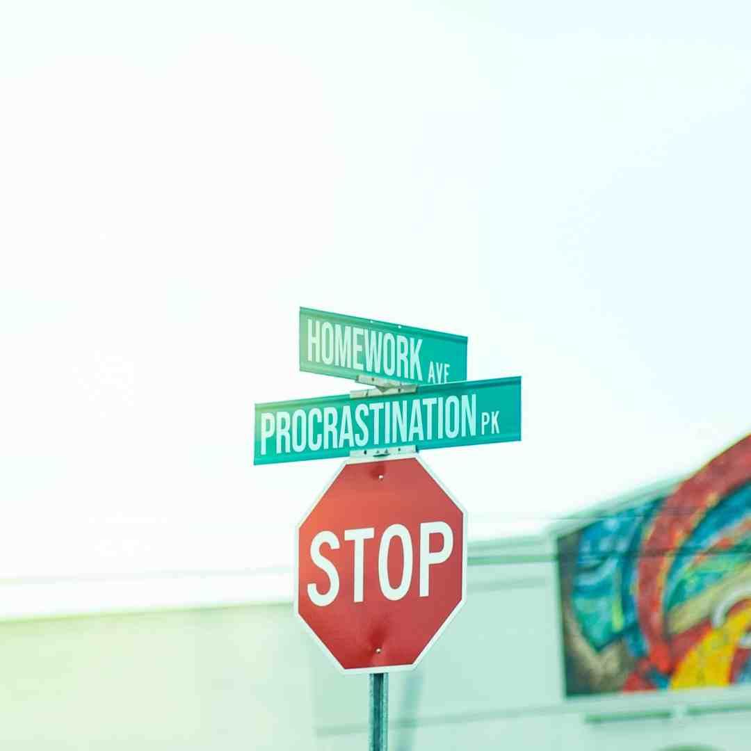 Procrastiner, repousser à plus tard : pourquoi ? Quel est le problème avec cette tâche ? Et si vous écoutiez ce que votre procrastination a à vous dire ? #procrastiner #procrastination #confianceensoi #estimedesoi #objectifs #priorités #emotions #besoins #transitionprofessionnelle #bienveilllance #ecoute #lacherprise #selflove #coachingcarriere #coachfemmes #coachtroyes #francoisebourgouin #respect