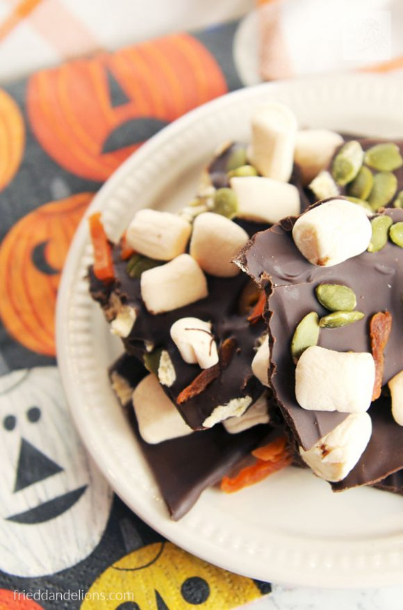 Pumpkin Spice Chocolate Bark from Fried Dandelions
