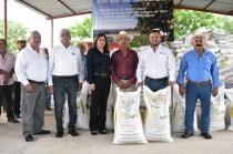 SRU-042-2018.-Con la entrega de fertilizante, Gobierno del Estado fortalece zona citrícola de Llera (4)