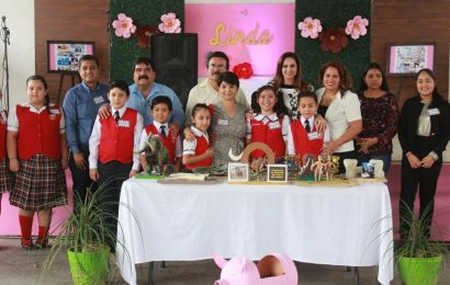 Acompaña Alcaldesa en Festejo de Jubilación a la Maestra Linda