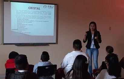 FGR Da Plática sobre Efectos del  «Cristal», a Estudiantes de la Secundaria Técnica 2