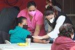 Vecinos de la Colonia San Juan Reciben Brigada de Salud
