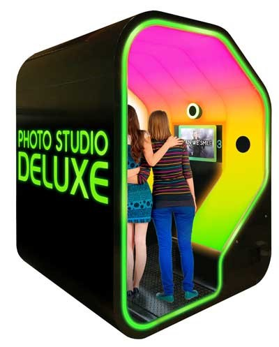 Apple Industries Face Place Photo Studio Deluxe photo booth