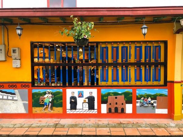 fachadas coloridas de guatape colombia