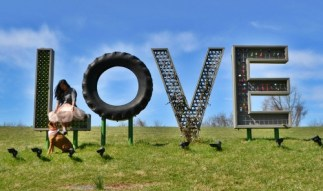 Airlie LOVEWORKS sign ICI